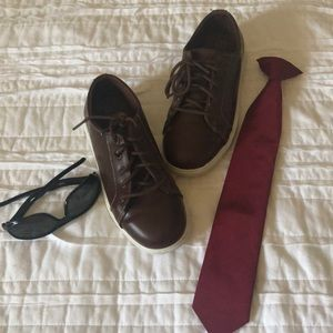 Dark brown boys shoes in size 3